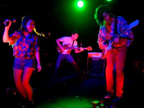 Deerhoof - There&#039;s That Grin