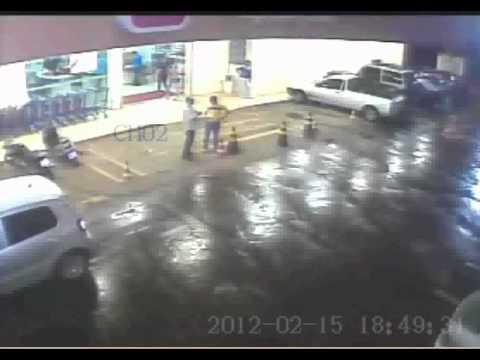 Ação de assaltantes em supermercado de São Luís MA Parte 1.avi