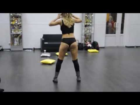 Fraules Twerk Judge Performance In Da Rostov-on-don video