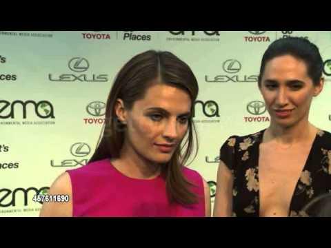 Stana Katic's interview on the Green Carpet @ EMAs (Subs Español)