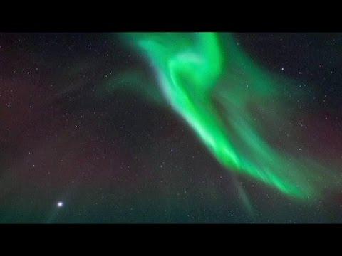 السويد: مصور يسجل ظاهرة الشفق القطبي