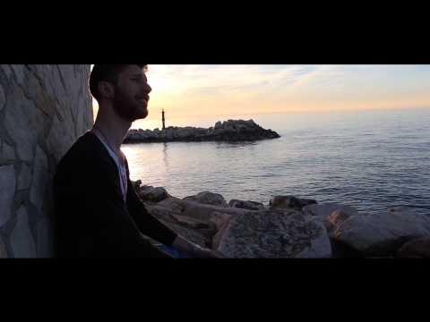Music video Alex - Sule pe' n'ora (Official Video) - Music Video Muzikoo