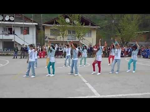 23 nisan dans gösterisi - Fit's ve Dhoom Again (7. ve 8. sınıf)