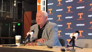 Phillip Fulmer credits Tennessee administration for keeping Rick Barnes