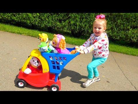 Детская площадка в парке аттракционов и игрушки Щенячий Патруль