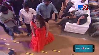 Raashi Khanna entry @ Tholi Prema Audio Launch || Varun Tej