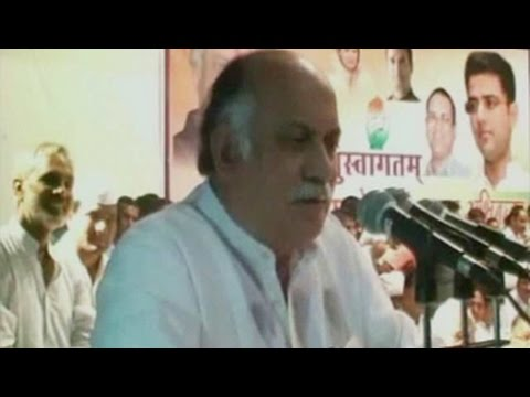 Congress' Gurudas Kamat gets notice for offensive comments about Smriti Irani