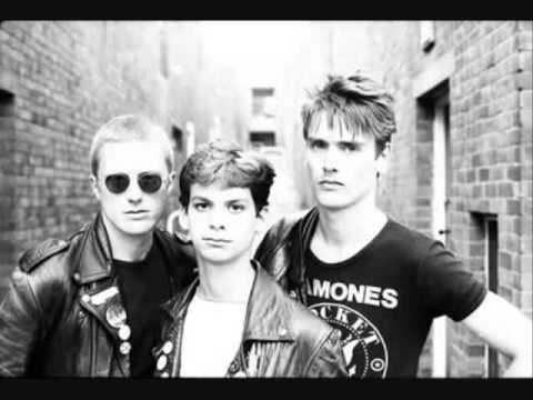 Newtown Neurotics - Kick Out the Tories