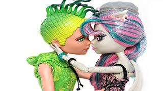 Monster high Scaris city of frights stop motion trailer.