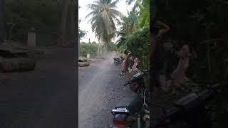 CSGT rượt đuổi trong đường quê