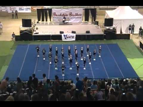 Hudson Middle School Cheer Performance - Texas State Forest Festival 2012.MP4