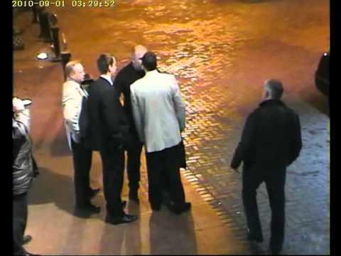 Чеченец прорывается через охрану.