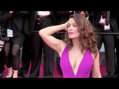 The stunning Salma Hayek and her massive cleavage on the red carpet of Carol in Cannes