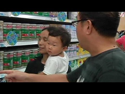 Parents confused over Fonterra botulism scare as China and other countries ban milk powder imports