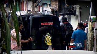 Tim Densus Geledah Rumah Terduga Teroris - NET. JATIM