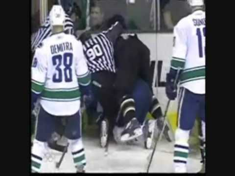 Marty Turco gets hammered by Darcy Hordichuk Video