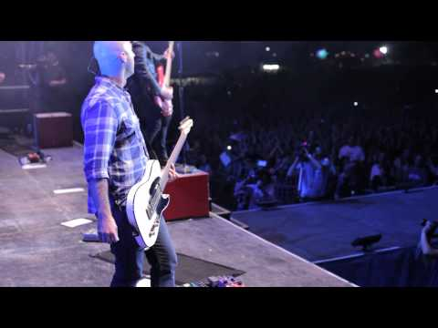 Simple Plan-Can't Keep My Hands Off You (Live)
