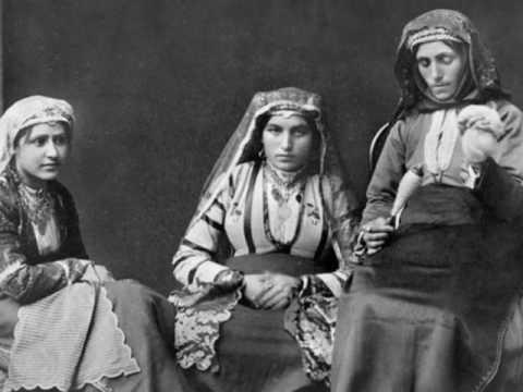 Старинные фото  женщин Кавказа разных народностей.
