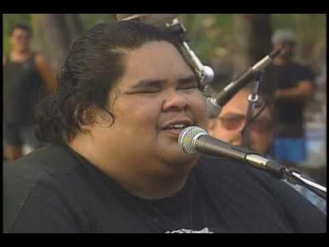 Bruddah Iz ~ Maui Medley video