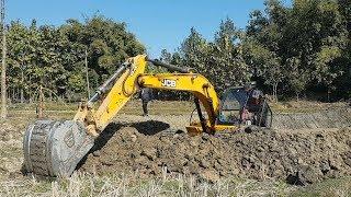 JCB Excavator Making Pound - JCB Working on Sticky Mud - Dozer Video