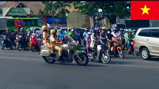 Nữ CSGT tham gia hộ tống lãnh đạo ra sân bay sau lễ tang Đ/C Phan Văn Khải