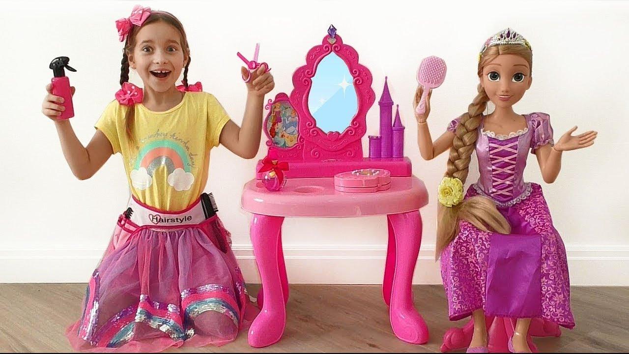 София Играет в Салон Красоты с любимыми Игрушками и Куклами