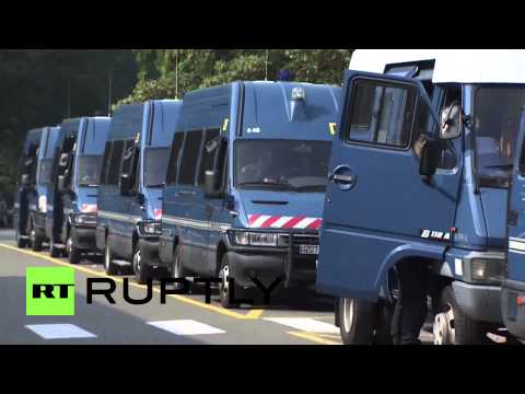 France: Tensions high at Calais far-right refugee camp protest