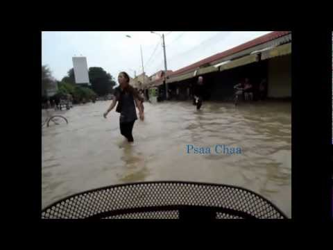 Siem Reap Flood 25.09.11 - Psaa Cha - Bicycle Cam!