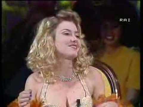 """Sabina Guzzanti """"Valeria Marini"""" – Pippo Chennedy Show"""