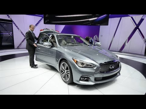 2014 Infiniti Q50 & The Infiniti Display - Detroit 2013 Walkaround