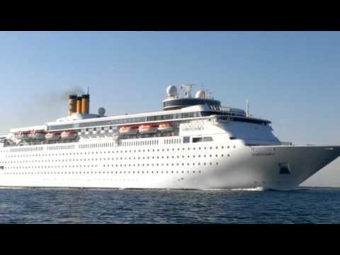 Costa classica,in uscita dal porto di Venezia
