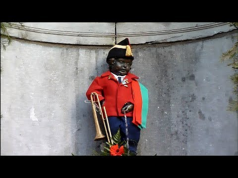 Little Man Pee (Piss) in Brussels - Manneken Pis