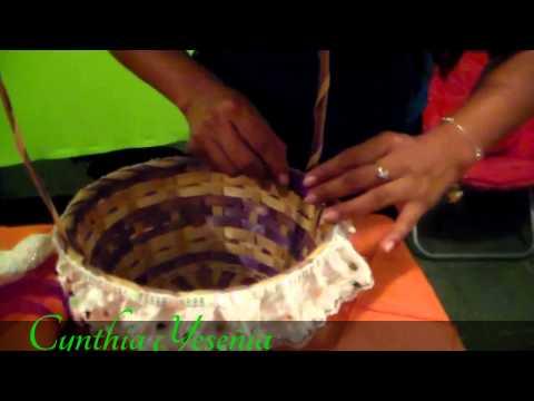 Como decorar una canasta para petalos de boda youtube - Como hacer una mesa de centro ...