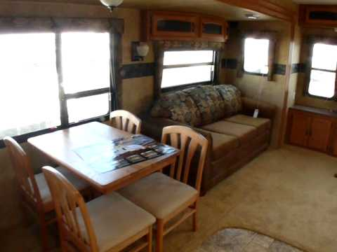 Expensive Interior  Living Room on 2010 Keystone Hornet 32rlss Travel Trailer   Huge Living Room