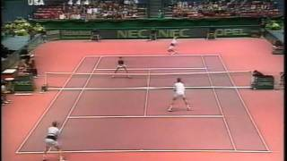Jonas Björkman immitates tennisplayers