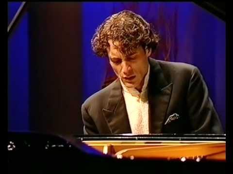 Mauricio Vallina plays Beethoven Piano Concerto no. 3 ( Part 1) cadenza