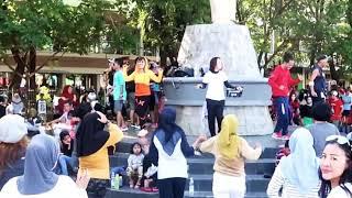 Download Lagu La Bamba Mix Macarena / Ft Zin Eric At Anjungan, Pantai Losari, Makassar Gratis STAFABAND