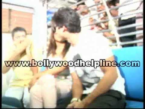 Shahid & Priyanka At Mumbai Local Train To Promote 'Teri Meri Kahaani'