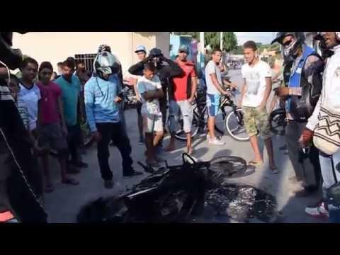Así quedó la motocicleta incinerada en el barrio Primero de Mayo