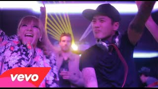 Watch 2ne1 Take The World On video
