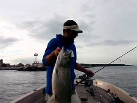 wisconsin fishing guides Ben Kueng. Milwaukee harbor salmon charters