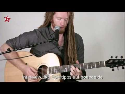 Newton Faulkner - &quot;Clouds&quot; - bonedo.de Session