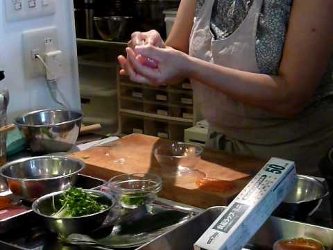 comment faire un sushi cours de cuisine japonaise espace langue tokyo youtube. Black Bedroom Furniture Sets. Home Design Ideas