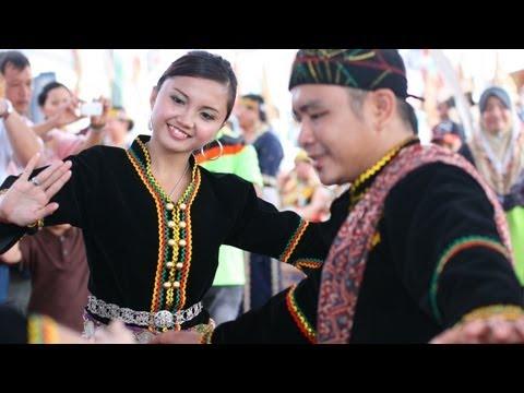 Sazau Paina Dance By Dusun Tangaa' People Of Sabah video