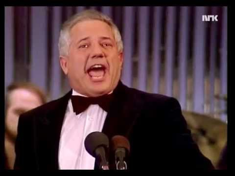 Rolf Just Nilsen synger opera