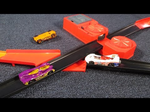 Hot Wheels Starter Set Figure 8 Layout with Crash Intersection from 1996