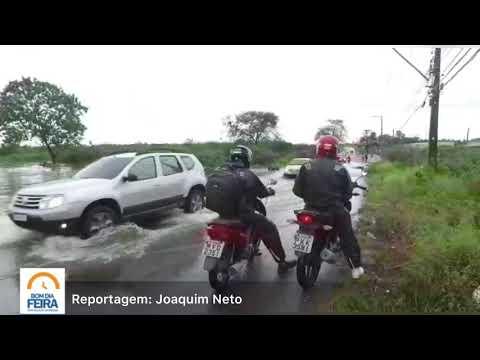 Riacho transborda no Santo Antônio dos Prazeres e atrapalha trânsito