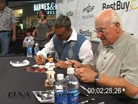 8/16/2008 Harmon Killebrew signing autographs at the Mall Of America with Carlos Gomez