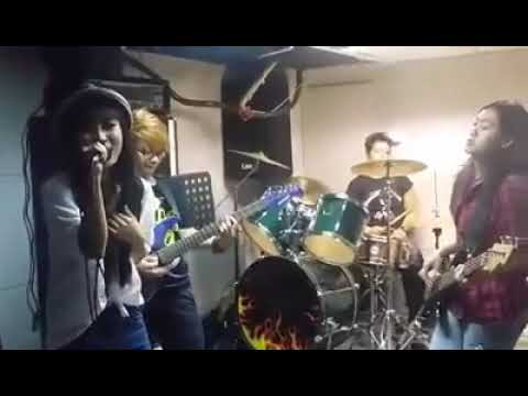 Download Aku Mah Apa Atuh by CONZLET BAND Mp4 baru