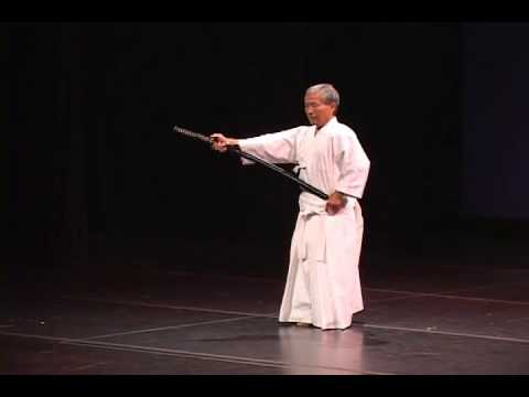 Hidy Ochiai - Apple Sliced with Sword demonstration